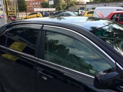 Дефлекторы окон ветровики  на Toyota Camry 40 с хром молдингом из нержавеющей стали