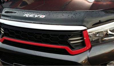 Решетка радиатора на Toyota Hilux Revo черная с красной вставкой