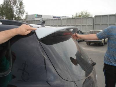 Спойлер на крышку багажника Volkswagen Tiguan
