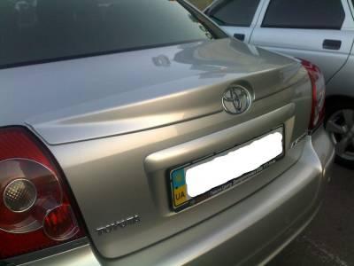 Спойлер лип багажника Toyota Avensis