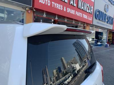Спойлер задней двери Toyota LC 200