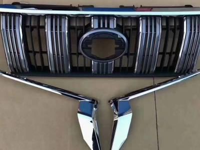 Решетка радиатора на Toyota LC 150 Prado (с длинными хром косичками)