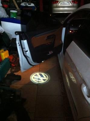 Подсветка дверей с логотипом авто Фольксваген