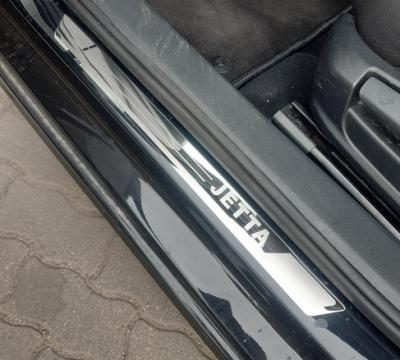 .Накладки на пороги VW Jetta MK6 с логотипом (2011-2014)