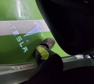 Подсветка дверей Tesla Model S / Model X / Model 3 с логотипом