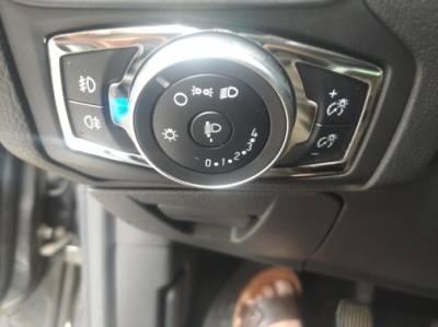Хромированная накладка на переключатель фар Ford