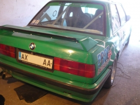 Спойлер(накладка багажника) BMW e30 M3