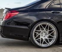 .Лип-спойлер на Mercedes W222