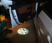 .Подсветка дверей с логотипом авто Фольксваген